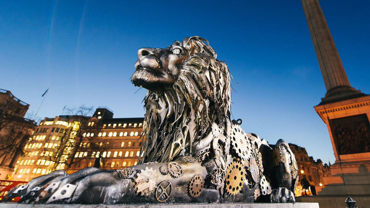 Photograph of a mechanical Lion in london for National Geographic - Big Cat Week
